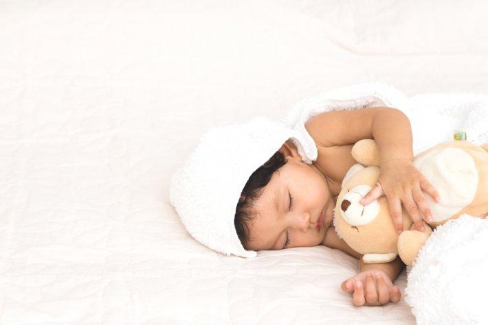 bebek kaç saat uyur